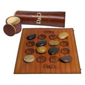 Soirée Jeux traditionnels & Bois dans agenda 0156015600671688-c2-photo-oYToxOntzOjU6ImNvbG9yIjtzOjU6IndoaXRlIjt9-jeux-de-societe-gigamic-dao-300x300